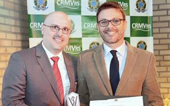 Leonardo Vega é homenageado por empreendedorismo